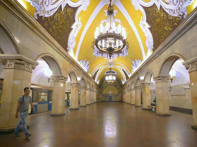 Kiến trúc độc đáo của ga tàu điện ngầm đẹp như cổ tích ở Nga