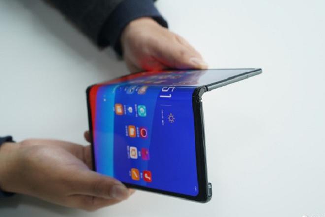 """Oppo bất ngờ tiết lộ smartphone gập lại đậm chất """"Huawei Mate X"""" - 1"""