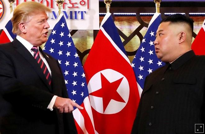Điều ẩn sau ngôn ngữ cơ thể của ông Trump và ông Kim tại Hà Nội - 1