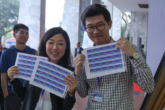 """Bán hết 800.000 bộ tem """"Chào mừng Hội nghị Thượng đỉnh Hoa Kỳ - Triều Tiên"""" chỉ sau một ngày - 1"""