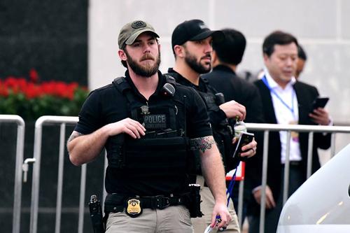 """Mật vụ Mỹ súng ống đầy mình, cận vệ Triều như """"lá chắn sống"""" tại Hội nghị thượng đỉnh - 1"""