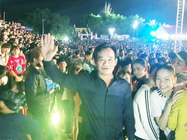 3 thousand people from Hai Phong dragged to see Quang Teo, walking a new kilometer of chicken wings