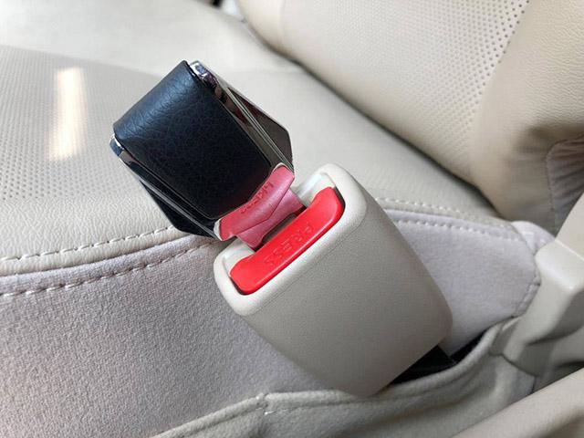 Những vật dụng gây nguy hiểm cho người trên xe ô tô mà bạn không ngờ tới