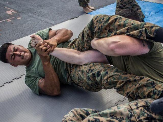 """Đặc nhiệm Mỹ thực chiến đáng sợ: Tung chiêu độc 5 võ sỹ UFC """"no đòn"""""""
