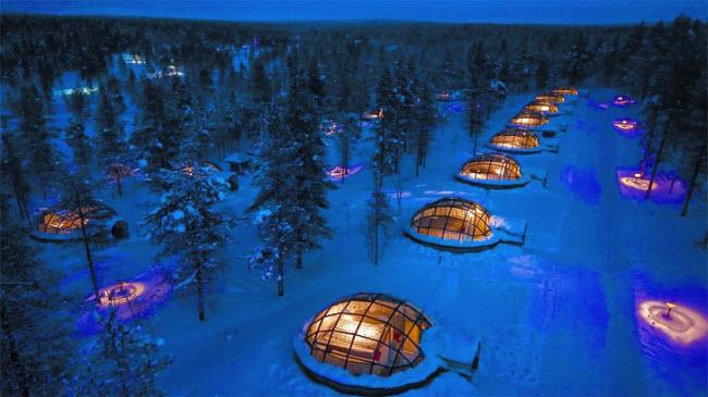 8. Khu nghỉ dưỡng Kakslauttanen Arctic, Phần Lan: Nơi đây là một trong những địa điểm lý tưởng dành cho du khách muốn tận mắt chiêm ngưỡng hiện tượng ánh sáng bắc cực quang huyền ảo.