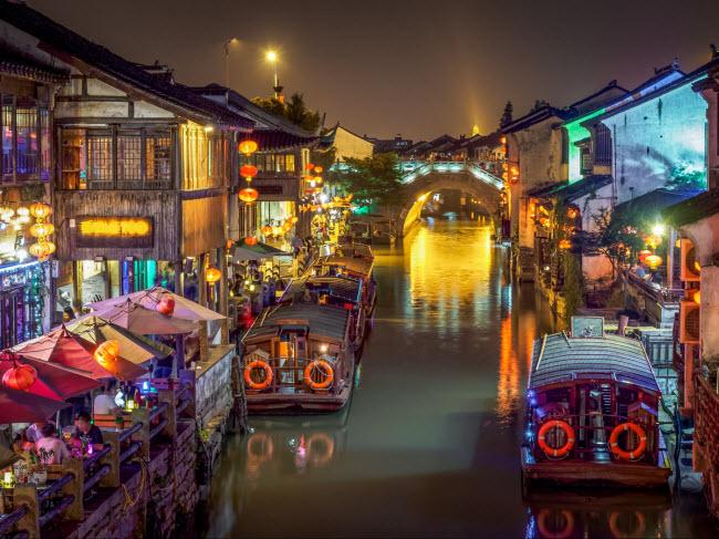 Con kênh lớn nhất ở Tô Châu có 20 cây cầu bằng đá, kết nối các khu phố cổ.