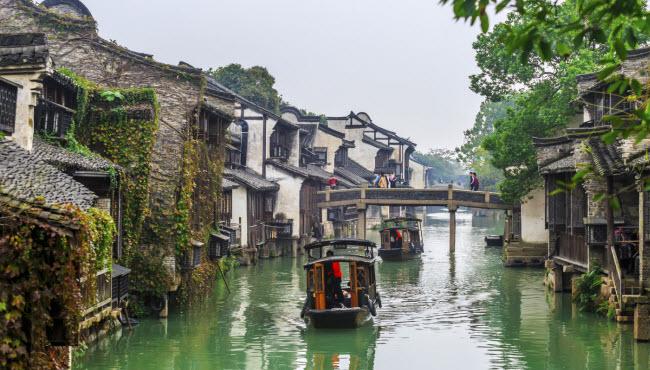 Tô Châu, Trung Quốc: Thành phố này không chỉ là một trung tâm kinh tế lớn của Trung Quốc mà còn nổi tiếng với hệ thống giao thông đường thủy.