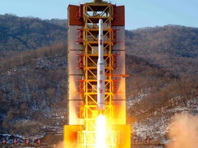 Sẵn sàng phóng tên lửa, Triều Tiên toan tính điều gì?