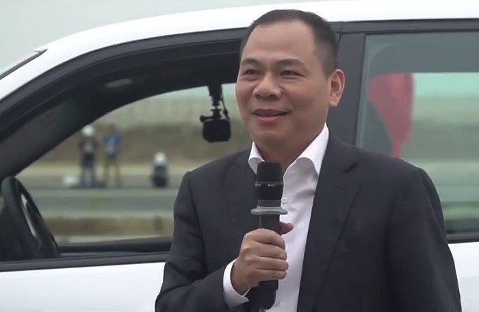 Dai gia last week: The reason why Mr Pham Nhat Vuong would have to give the farewell to the Lexus LX570 - 1