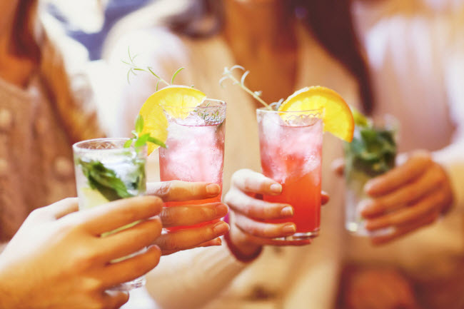 Chất cồn: Việc sử dụng nhiều đồ uống có cồn là giảm khả năng đốt cháy mỡ vì cơ thể bạn sử dụng năng lượng từ cồn.