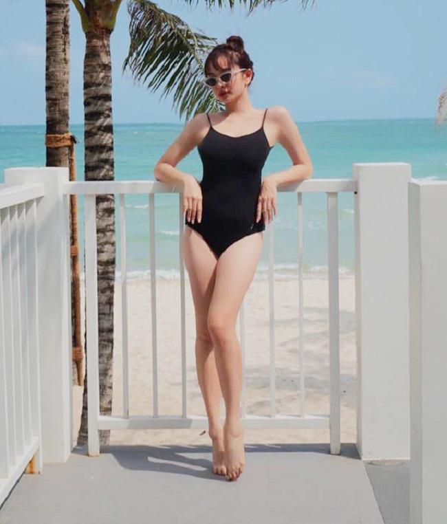"""Kaity Nguyễn hiện 19 tuổi, thời gian qua gây sốt khi đóng phim """"Em chưa 18"""". Tuy chỉ cao 1m50 nhưng cô luôn biết cách mặc đẹp."""