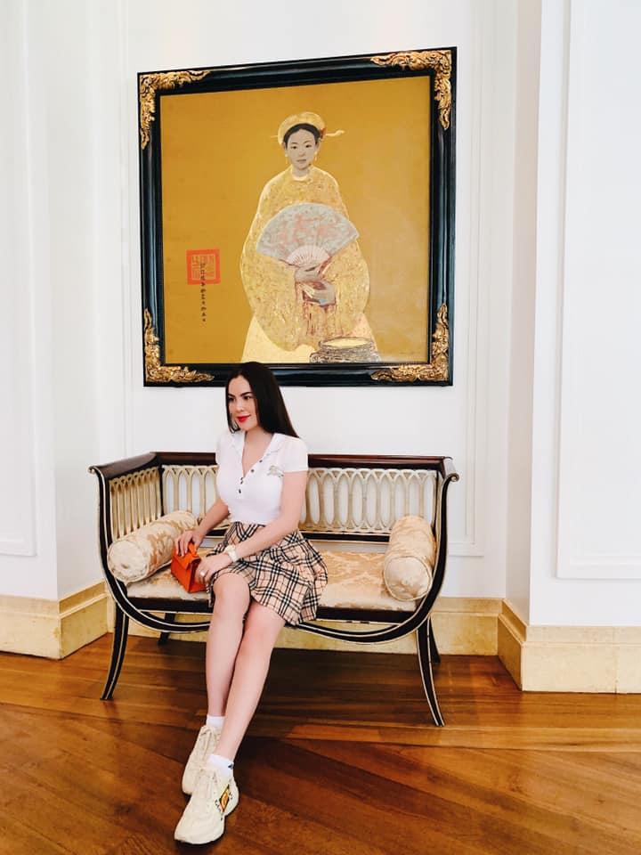 Mặc chân váy ngắn trẻ trung, hoa hậu Phương Lê mặc đẹp nhất tuần - 1