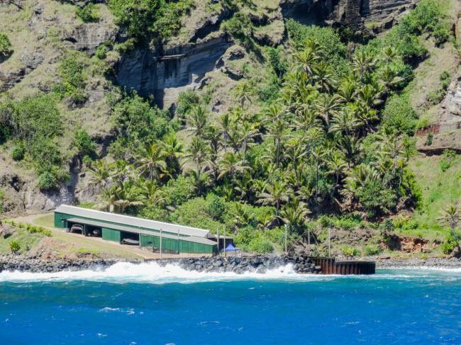 Đảo Pitcairn, Nam Thái Bình Dương: Đây là một trong những hòn đảo hẻo lánh nhất trên thế giới. Bạn sẽ được cấp đất miễn phí, nếu chuyển tới sống trên đảo. Mặc dù vậy, cho đến nay không có nhiều người chuyển tới đây.