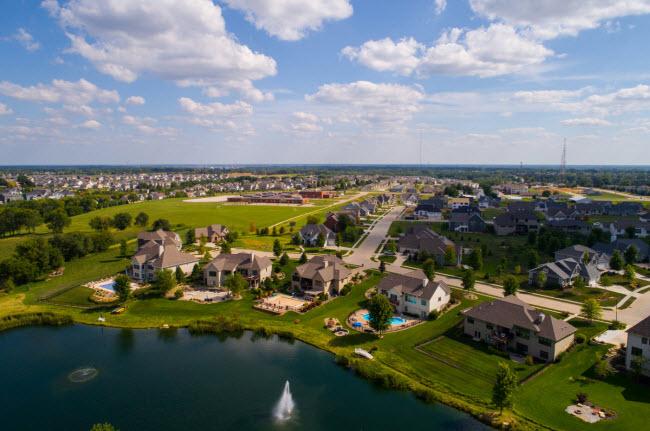 Marne, Mỹ: Cư dân mới được cấp đất miễn phí nếu họ chuyển tới sống tại thị trấn Marne cũng như được hỗ trợ tài chính để xây nhà.