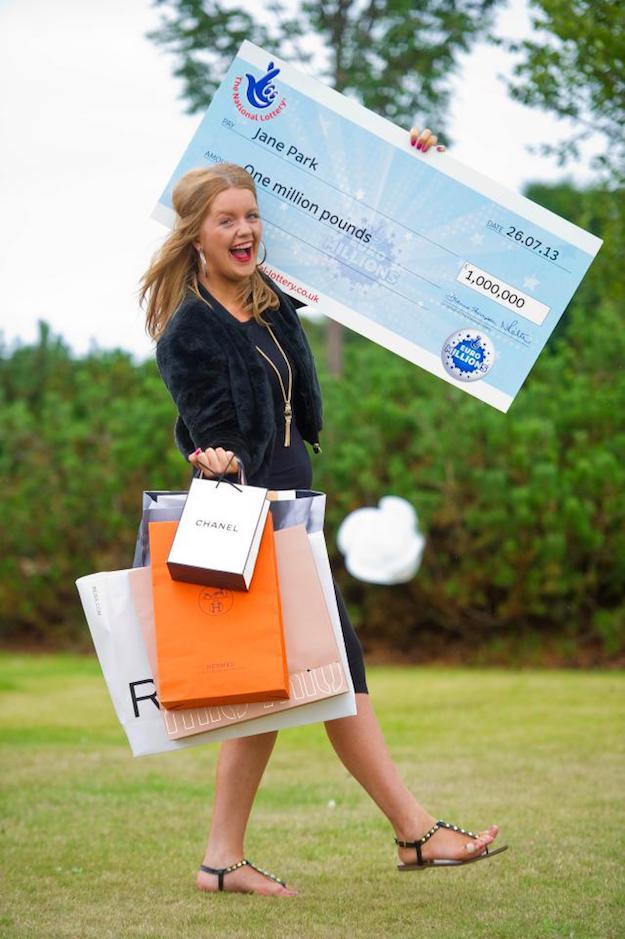 Cô gái trúng xổ số 1,2 triệu USD đang tìm kiếm bạn trai hẹn hò - 1