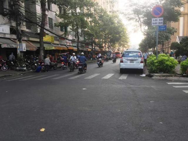 """Mâu thuẫn tại """"chợ đồ cũ"""" ở Sài Gòn, một người bị đâm chết"""