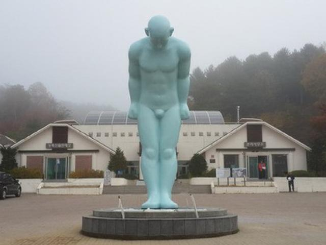 """Chủ tịch TP.Huế nói về đặt tượng """"Người đàn ông cúi đầu"""" Hàn Quốc"""