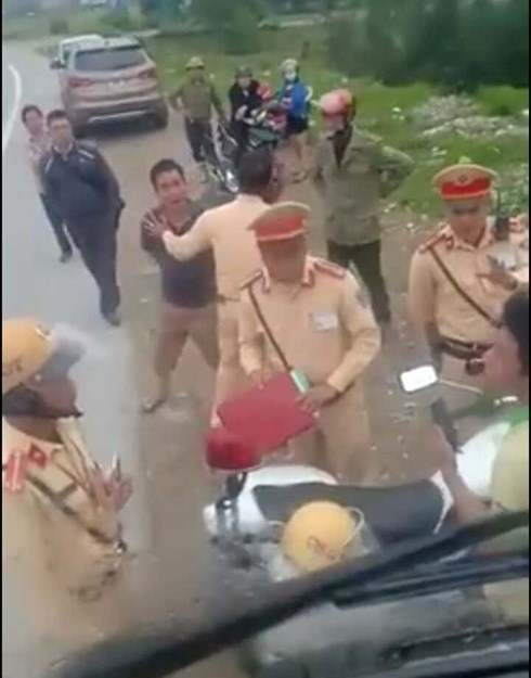 Ha Tinh: real traffic police traffic information to handle the wrong rules, hire bullies for attack-1 drivers