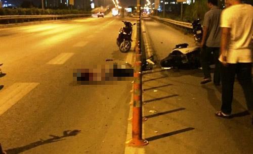 Lại xảy ra tai nạn chết người vì lao vào dải phân cách trên cao tốc - 1