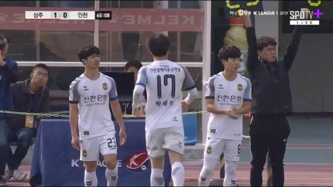 """Clip Công Phượng xé gió, kiến tạo tuyệt đỉnh """"dọa"""" đội số 1 K-League - 1"""