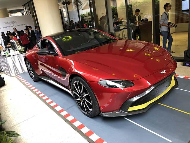 Aston Martin khai trương showroom đầu tiên tại Việt Nam với sự hiện diện của bộ đôi DB11 và New Vantage