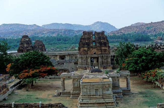 Ruit Heritage, Karnataka Thành phố cổ kính này là Di sản Thế giới của UNESCO, với những ngôi đền và cổ vật đầy mê hoặc. Ghé thăm nơi này nếu bạn yêu thích kiến trúc và đam mê lịch sử và văn hóa cổ đại.