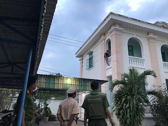 """Nam thanh niên nghi """"ngáo đá"""" quậy trụ sở Viện KSND tỉnh Bình Thuận - 1"""