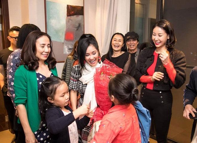 Lộ ảnh bạn trai tin đồn ngoại quốc đón sinh nhật cùng diva Hồng Nhung - 1