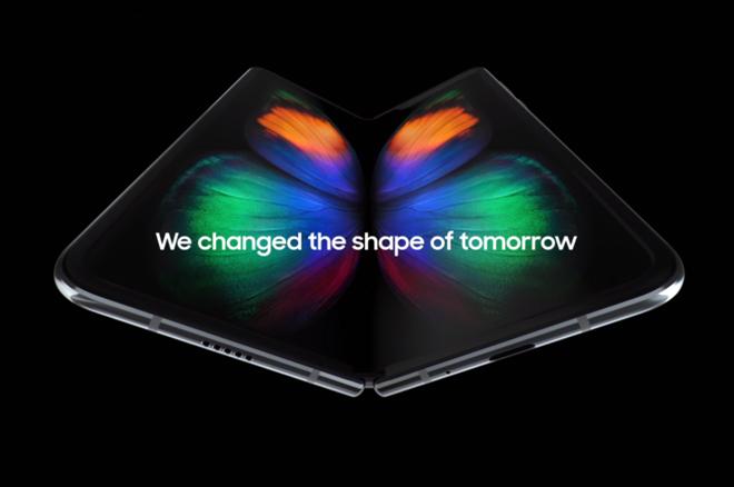 NÓNG: Rò rỉ video trên tay Galaxy Fold từ Việt Nam - 1