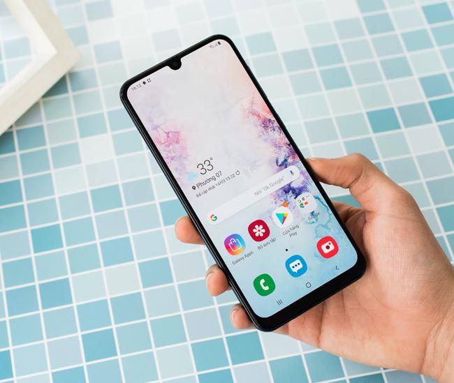 Galaxy A50 còn được trang bị cả màn hình6.4 inch độ phân giải 1080 x 2340 pixels, tỉ lệ 19.5:9, công nghệ Super AMOLED chất lượng. Màn hình hiển thị chiếm đến 84.9%