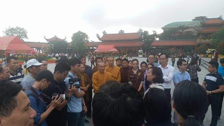 """Phật tử chùa Ba Vàng thi nhau kể chuyện """"thần kỳ"""", """"bênh"""" bà Phạm Thị Yến - 1"""