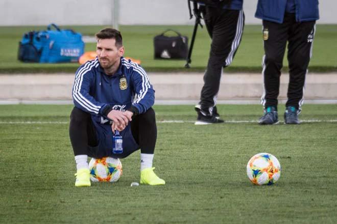 MU gặp lợi cúp C1: Messi quá tải vẫn cày ải ĐT Argentina, Barca khốn đốn - 1