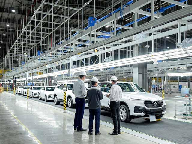 VinFast mang lô xe đầu tiên đi kiểm tra chất lượng ở 4 châu lục, giao xe quý II/2019