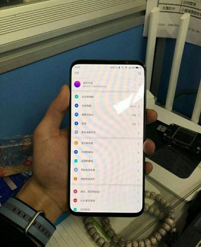 """Cả iPhone XS Max và Galaxy S10 đều phải """"đau đầu"""" nếu smartphone khủng này ra mắt - 1"""