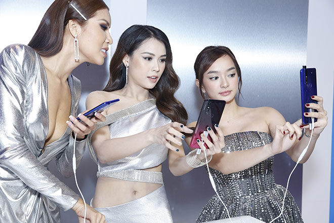 Dàn sao Việt bất ngờ với điện thoại... không có camera selfie - 1