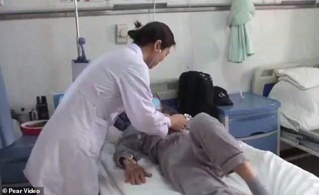 Trung Quốc: người phụ nữ ăn cả chai giòi sống để chữa ung thư - 1