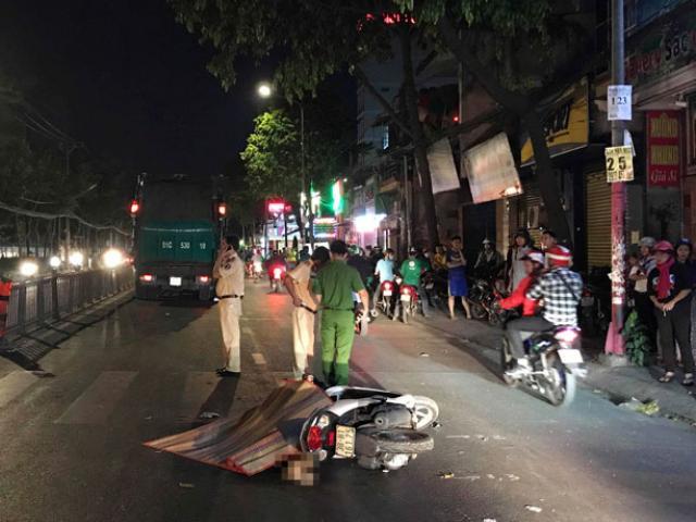 Chưa kịp ngồi dậy sau tai nạn, người phụ nữ bị xe chở rác tông chết