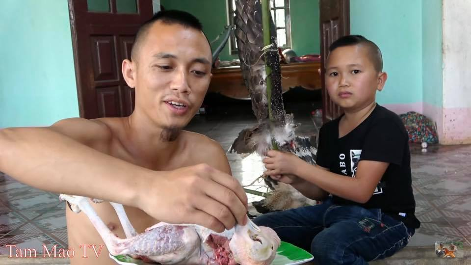 """Đã xử phạt anh em Tam Mao vì làm thịt """"chim quý"""" rồi quay clip - 1"""