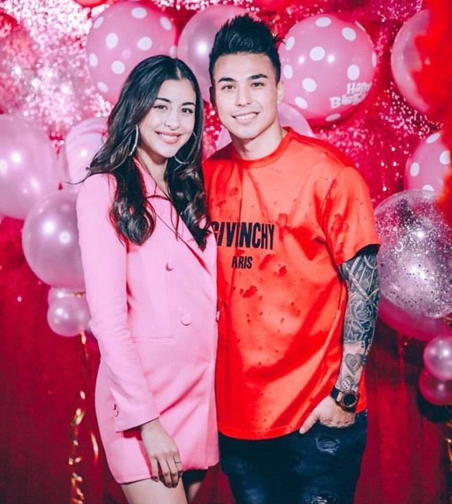 """Choáng ngợp vợ, bồ cầu thủ U23 Thái Lan: Đẹp nhất là bạn gái """"CR7 chùa Vàng"""" - 1"""