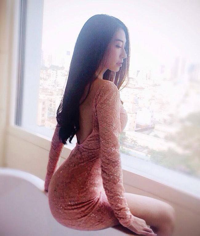 Tuy nhiên do cách ăn mặc khá chỉn chu nên hình tượng của cô chưa bao giờ bị gắn mác phản cảm.