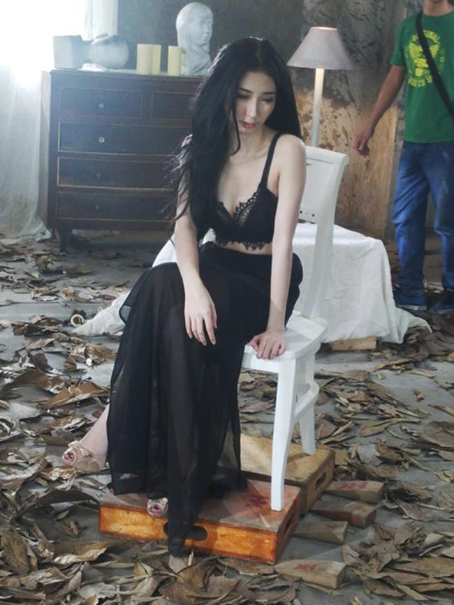 Cô rất chỉn chu về hình ảnh nên mỗi MV đều là một lần làm mới bản thân.