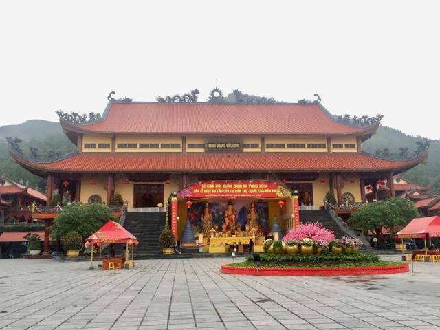 Nóng 24h qua: Trụ trì chùa Ba Vàng tu học không phù hợp, nửa tháng tắm một lần