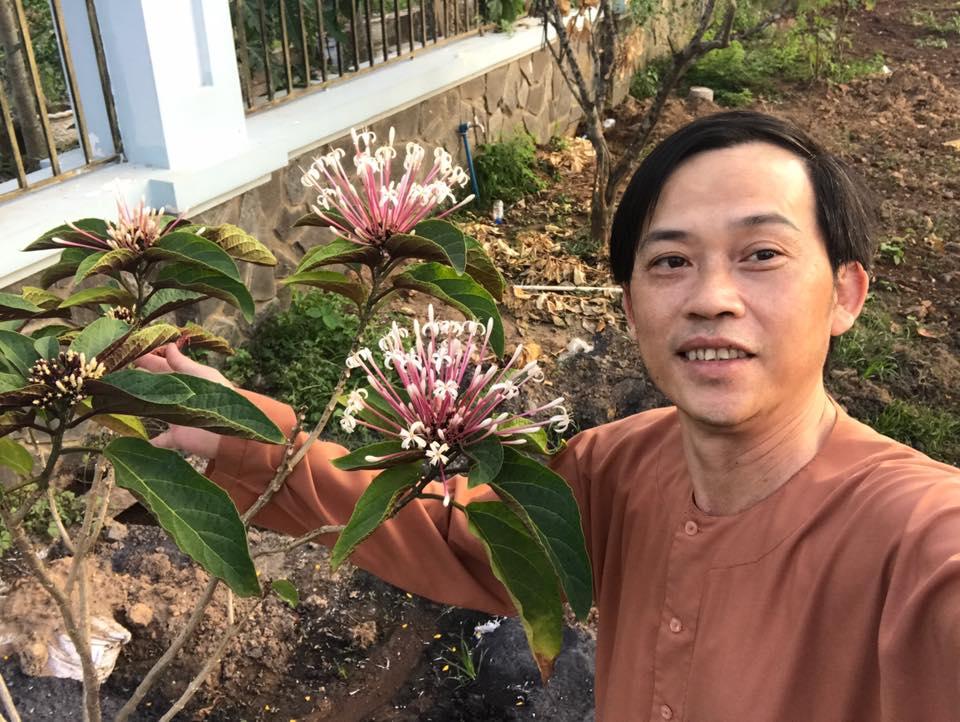 Bất ngờ với cách xưng hô của con trai ruột Hoài Linh với cha - 1