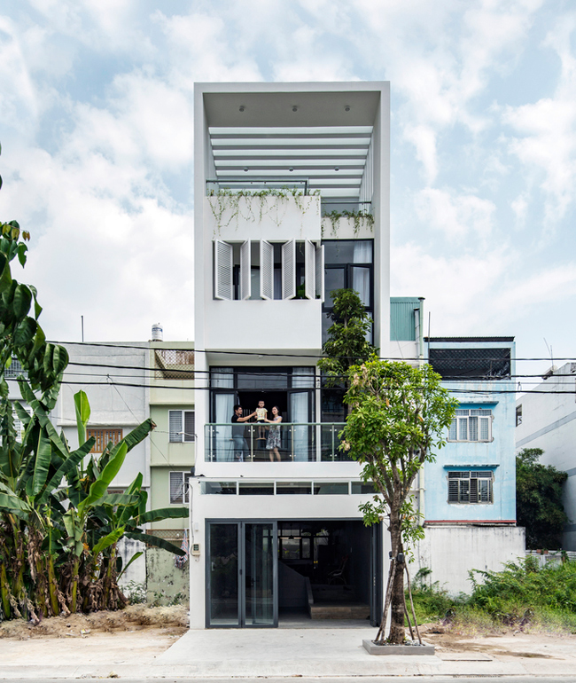 Căn nhà là tổ ấm của một gia đình trẻ 3 người, tọa lạc ở Bình Tân, Thành phố Hồ Chí Minh.