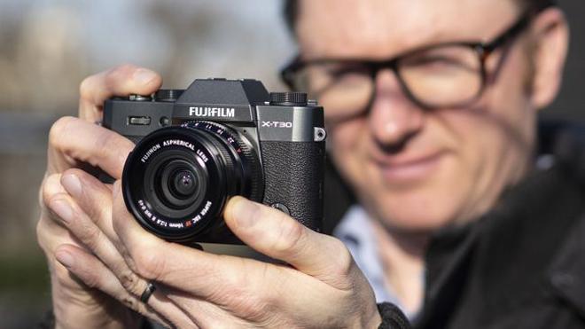 Trên tay máy ảnh Fujifilm X – T30: Nhỏ mà có võ - 1