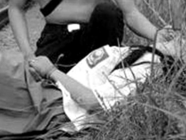 2 trai làng chặn xe, lôi thiếu nữ vào chòi hoang cưỡng bức