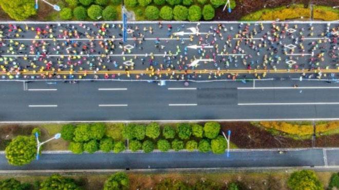 """""""Trò bẩn"""" ở thể thao Trung Quốc: Đạp xe """"cướp"""" huy chương giải marathon - 1"""