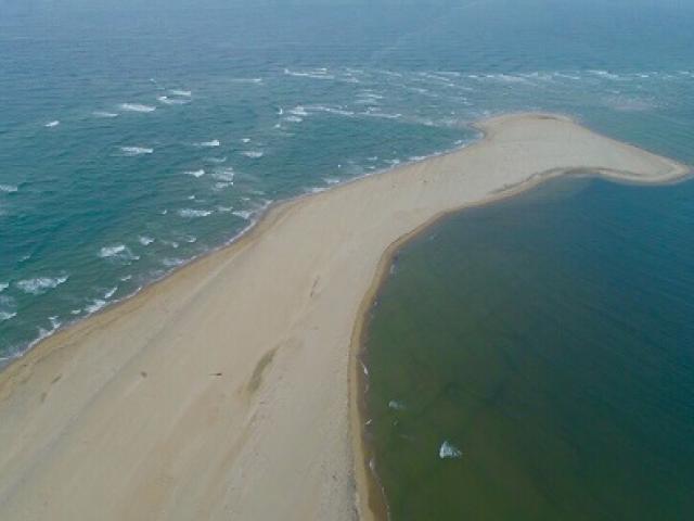 Chưa lý giải được việc xuất hiện đảo cát dài 3km giữa biển Hội An