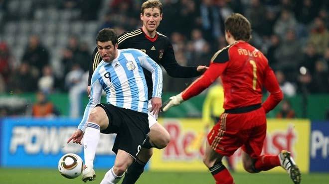 """Higuain chia tay ĐT Argentina: Khốn khổ lưu danh """"sao hãm hại Messi"""" - 1"""