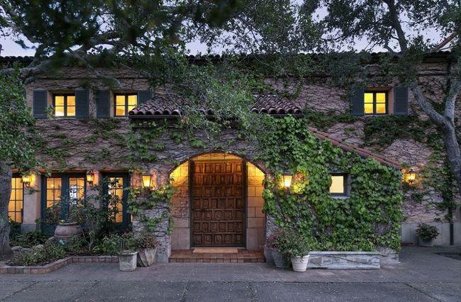 Dinh thự Montecito, Hoa Kỳ - 29,5 triệu USD (684 tỷ đồng). Biệt thự này được xây dựng theo phong cách cung điện Tuscan thuộc sở hữu của nam diễn viên nổi tiếng Jeff Bridges.